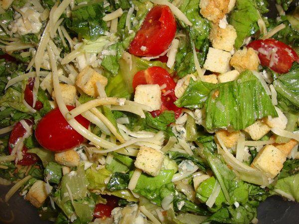 Bucataria cu noroc - Salata cu branzeturi si crutoane