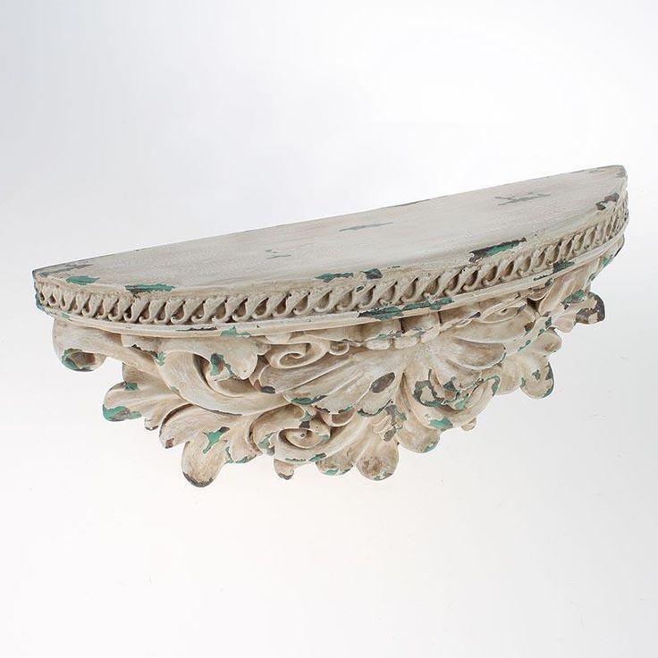 Depotrivă decorativ şi folositor în rolul său de raft, această piesă de mic mobilier îşi face loc cu uşurinţă pe un perete de bucătărie, în holul de la intrare sau în living.