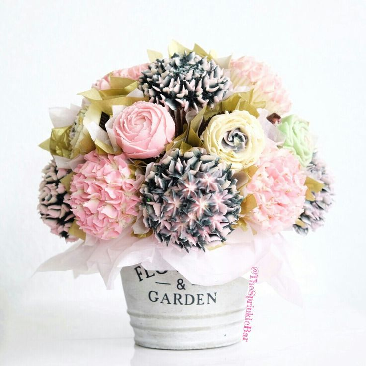 Cupcake Bouquet design by The Sprinkle Bar. This bouquets are perfect for weddings, showers, Mother's Day and birthdays.