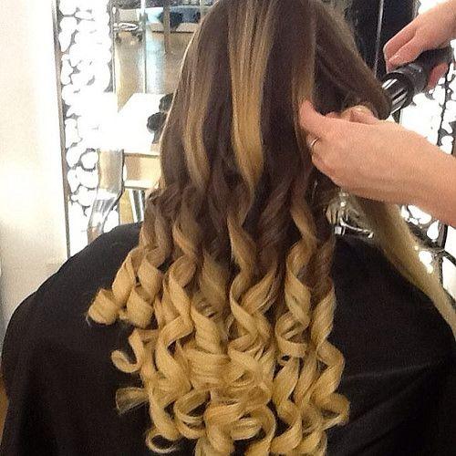 Boccoli ferro a cono. http://www.tessieriparrucchieri.com/ #sposa,#acconciature,#love,#rome #roma #italia #italy #style #capelli #parrucchiere #moda #sfilate # Hairdresser Rome,#Best Hairstylist in Rome, #Hair salon in Rome, #HairsalonRome, #Hairdressers,