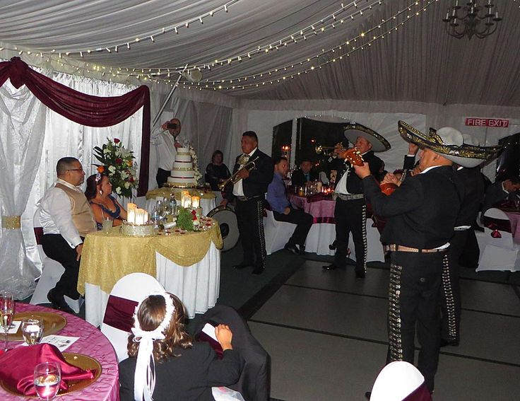 Mariachi Bands Are Very Popular With Weddings Here The Bride And Groom Were Surprised By A