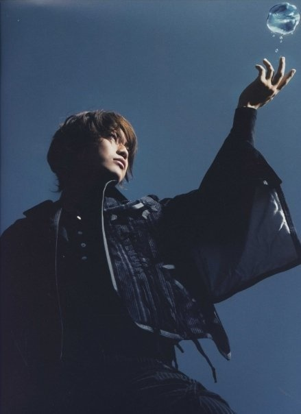 kame in break the record book photoshoot