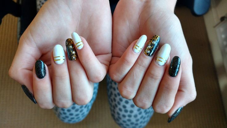 White and Sparkly black gel nails with stunning design :) https://m.facebook.com/Z.rune/