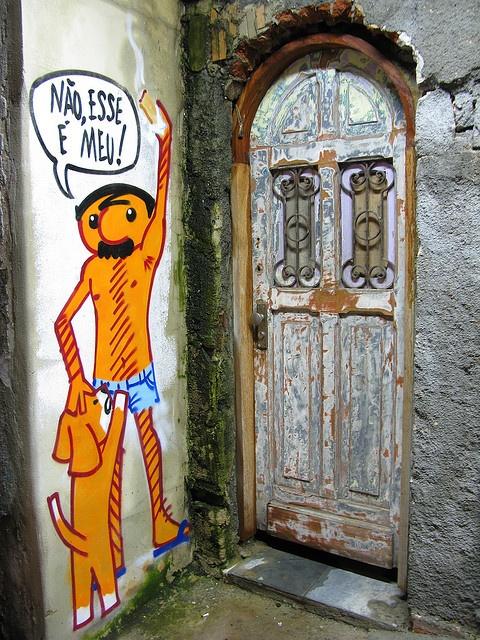 Copacabana Grafite arte Grafite Graffiti porta door Rio de Janeiro noite night Zé Ninguém e o cão viralata Tito na Rua by SeLuSaVa, via Flickr