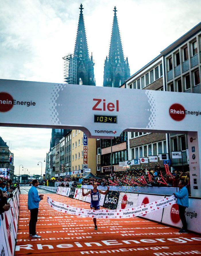Afrikanische Sieger beim Köln-Marathon, Pfeiffer und Restle-Apel gewinnen Halbmarathon