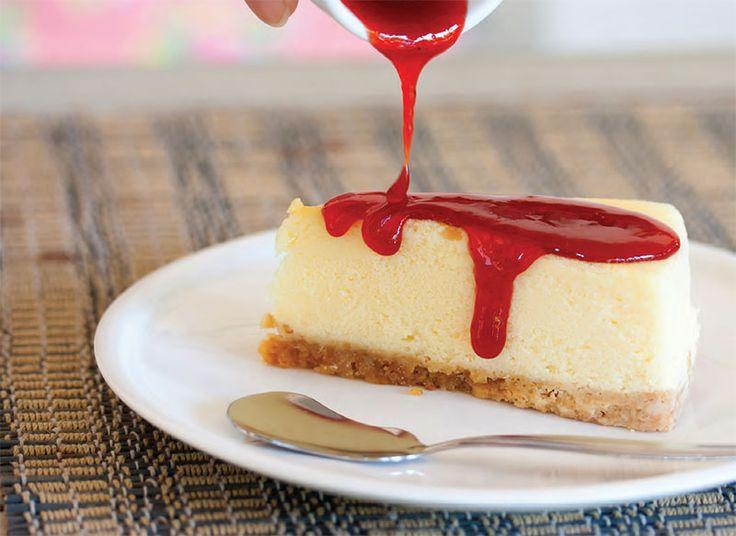 Cheesecake américain au coulis de fraise thermomix. Découvrez la recette Cheesecake au coulis de fraises facile et rapide a réaliser avec le thermomix.