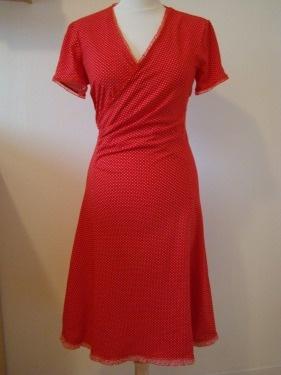 rode Jersey zomerjurk met stippen Pinka. Diezijner winkel Groningen