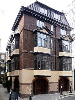 It is said to be the oldest house in London (lived in) Cloth Fair, built in the 1590s even surviving The Great Fire of London,  looks amazing!