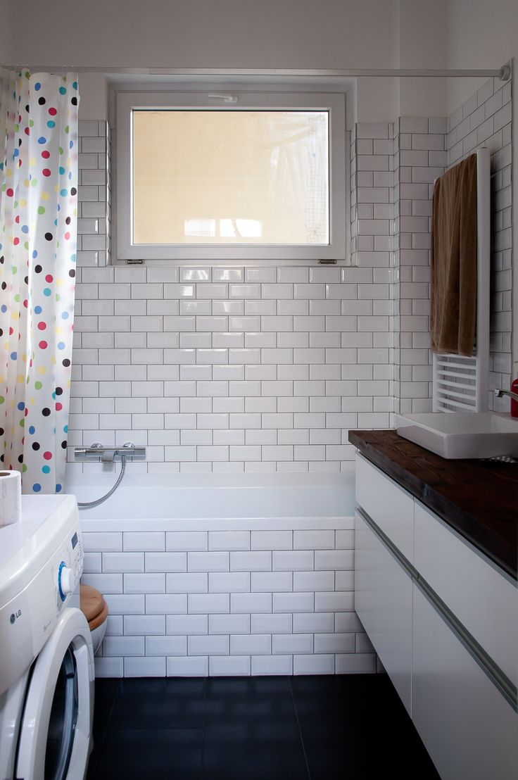 subway tiles in minimalist small bathroom
