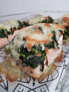 Überbackenes Lachsfilet mit Spinat und Mozzarella - ein traumhaftes Low Carb Rezept!
