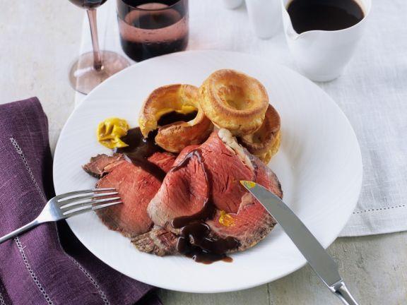 Roastbeef am Knochen gebraten mit Gravy und Yorkshire-Pudding ist ein Rezept mit frischen Zutaten aus der Kategorie Rind. Probieren Sie dieses und weitere Rezepte von EAT SMARTER!