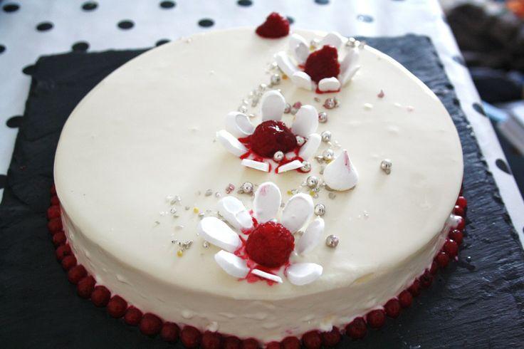 Entremets vanille framboises avec gla age miroir blanc for Glacage miroir framboise