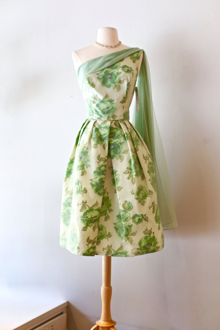 Charming Vintage 1950s Garden Party Dress ~ Vintage 50s Green Floral Cocktail Party  Dress ~ Waist 28