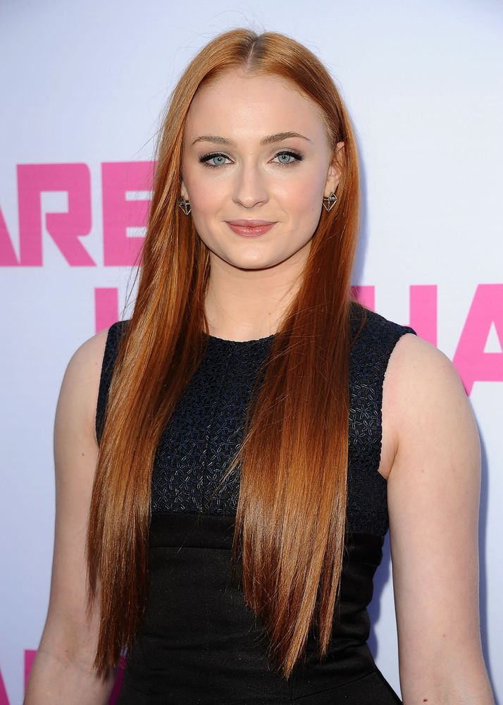 Black eyeliner, nude lips and a little bit of blush really complement Sophia Turner's shiny red hair.