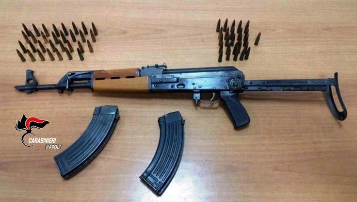 Caivano: aveva un Kalashnikov e due caricatori pieni accanto al suo letto: 15enne arrestato