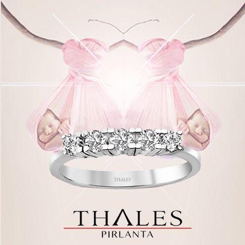 En güzel doğum hediyesi olan 5 taş pırlantalar büyük indirim fırsatlarıyla www.thalespirlanta.com 'da.  #5_tas_pirlanta #bes_tas_yuzuk #thalespirlanta