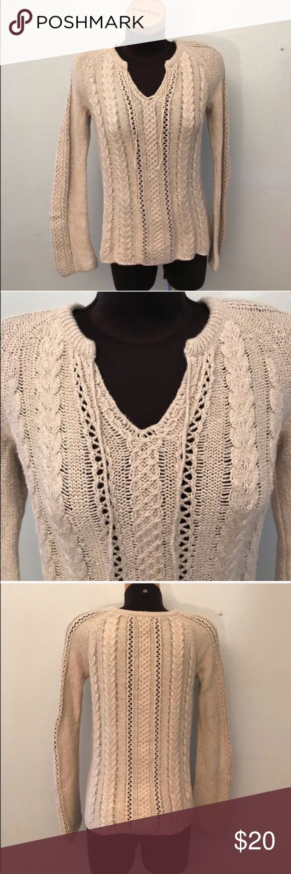 ⚡️4.99 SHIP⚡️American Eagle tan sweater Great condition! American Eagle Outfitters Sweaters V-Necks