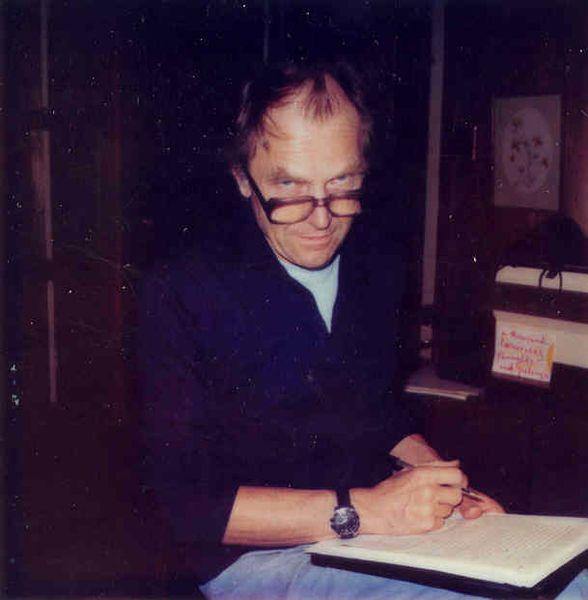 Paul Karl Feyerabend (d. 13 Ocak 1924, Viyana - ö. 11 Şubat 1994), Avusturyalı filozof ve bilim felsefecisi. Karl Popper'ın öğrencisidir, ancak daha sonra tamamen Popper'a karşıt bir kuramsal konumda düşüncelerini temellendirmiştir. 20. yüzyıl felsefesinde ve özellikle bilim felsefesi alanında Karl Popper, Thomas Kuhn ile birlikte en önemli ücüncü isimdir.