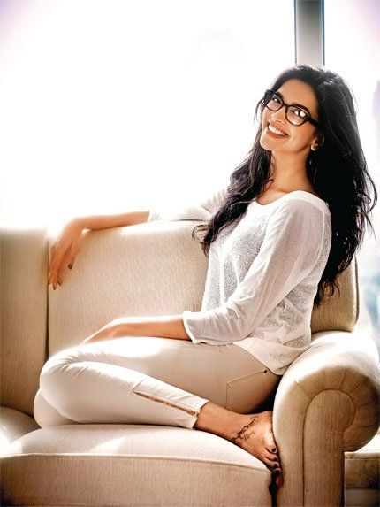16 million people follow @DeepikaPadukone on twitter, and now she is Asia's most followed woman. Congratulation Dippy.