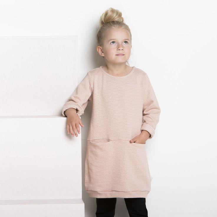SILMU lasten neulostunika, puuteriroosa - vanilja | NOSH verkkokauppa | Tutustu nyt lasten syksyn 2017 mallistoon ja sen uuteen PUPU vaatteisiin. Ihastu myös tuttuihin printteihin uusissa lämpimissä sävyissä. Tilaa omat tuotteesi NOSH vaatekutsuilla, edustajalta tai verkosta >> nosh.fi (This collection is available only in Finland)