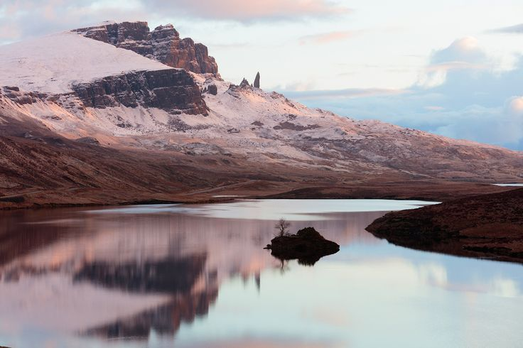 """Шотландия, остров Скай \ Scotland, isle of Skye  Soon the eyes of the same """"Old Man"""" in his greatness. The name """"Oldman of Storr"""" does not say anything. All the more incomprehensible is his translation into Russian - """"The Old Man from Storra."""" In the original, in Gaelic, the name of this stone is Bodach an Stòr. Bodach from ancient Gaelic translates as """"peasant"""", from modern Gaelic - """"old man"""". And at the same time in Gaelic folklore, this word denotes creepy and roguish beings like the…"""