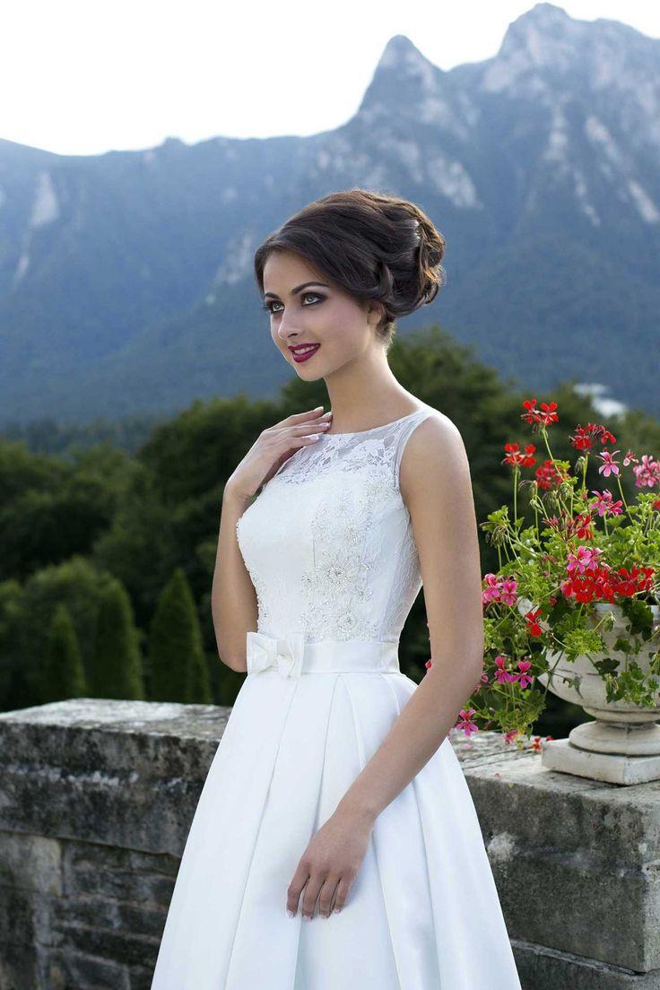 Elegantné svadobné šaty s čipkovaným živôtikom s ramienkami zdobené mašličkou