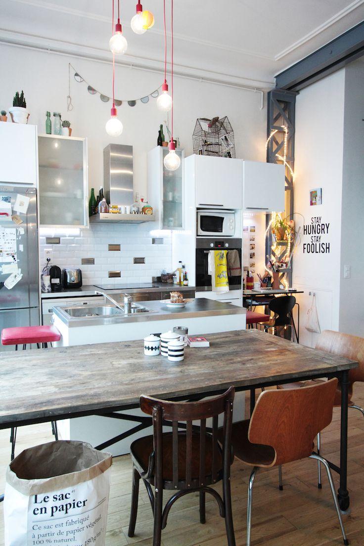 Aujourd'hui, Hëllø vous fait découvrir le loft parisien de Jennifer, une web-designer franco-australienne qui se reconvertit dans la pâtisserie.