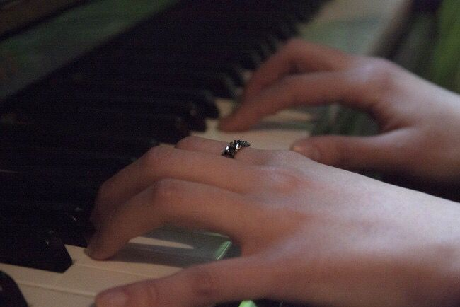 piano and ring