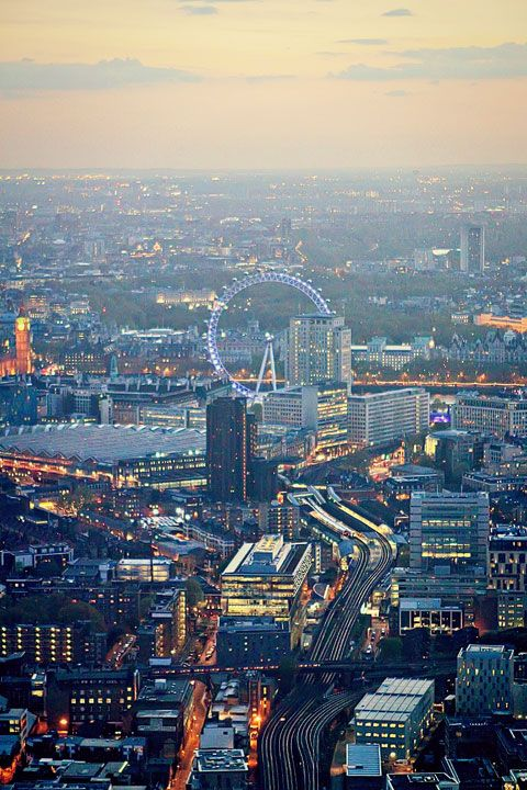 Incredible sunset views over London. This is where to get the BEST sunset views in London!