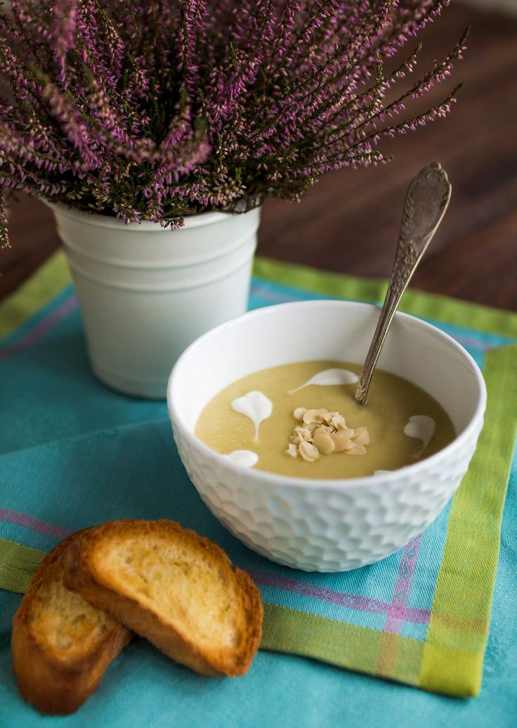 Cheap and easy leek and potatoes cream soup. Best if you want sth delicious that do not ruin your budget.