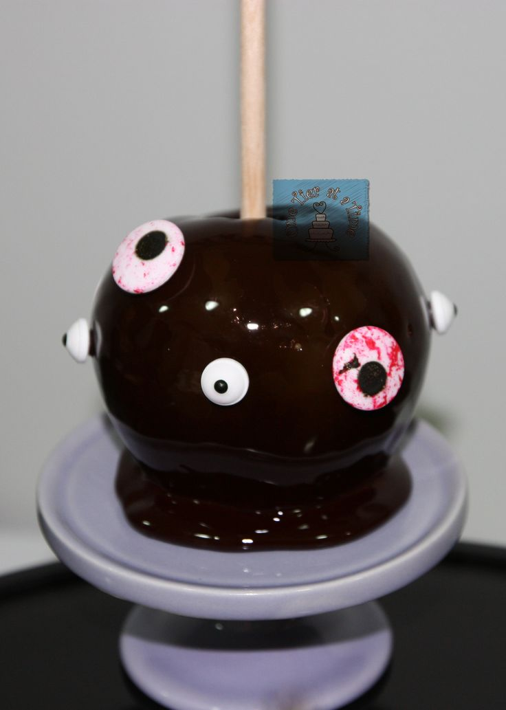 Halloween candy apples, chocolate covered apples, mummy, creepy eyes, vampire, spider, pumpkin, chocolate drizzle
