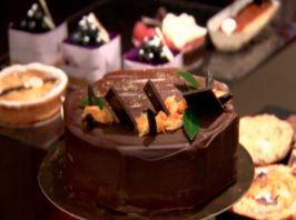 Mandarin and chocolate tonka bean cake