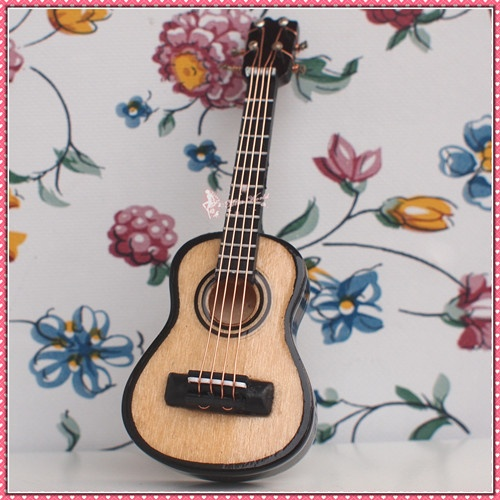 Dollhouse Miniature  Musical Instrument Guitar MUS-C
