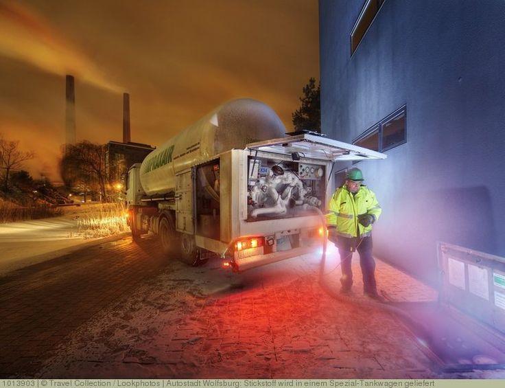 Autostadt Wolfsburg: Stickstoff wird in einem Spezial-Tankwagen geliefert