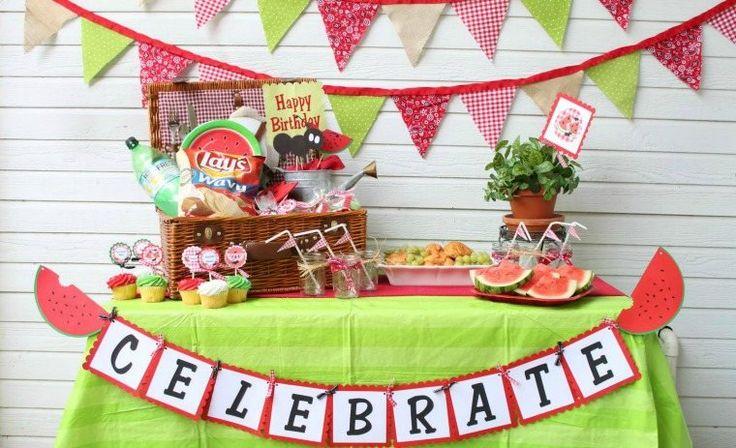 été décoration table anniversaire buffet fruits