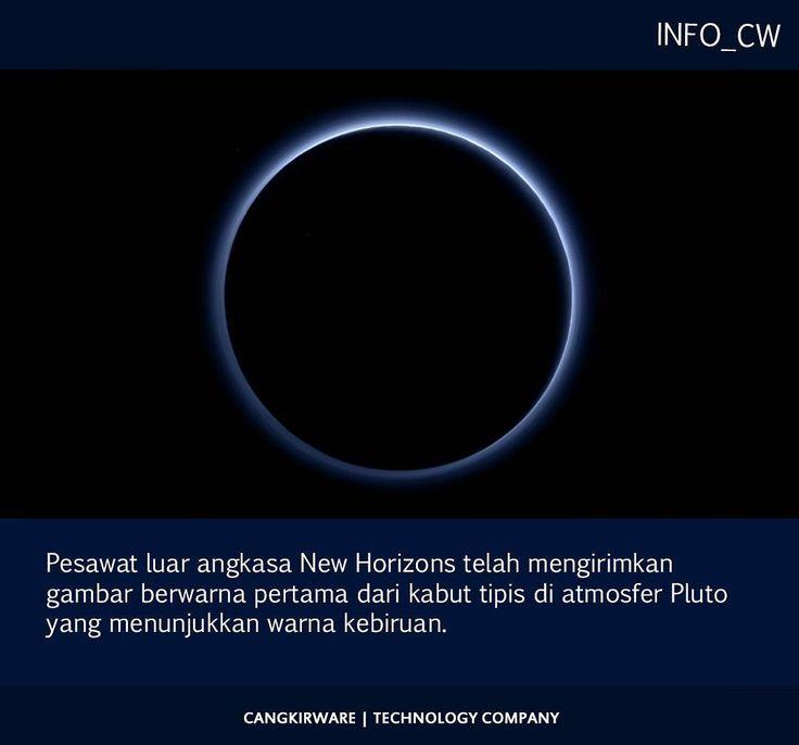 Pesawat luar angkasa New Horizons telah mengirimkan gambar berwarna pertama dari kabut tipis di atmosfer Pluto yang menunjukkan warna kebiruan.  Warna itu diakibatkan sinar matahari yang diuraikan oleh partikel kabut kata para ilmuwan. NASA terus mengirimkan informasi yang dikumpukan selama perjalanan bersejarah saat pesawat antariksa itu mengitari Pluto pada tanggal 14 Juli lalu.  Setelah data-data tersebut tiba di Bumi tim segera memproses dan mempelajarinya. Citra hitam-putih telah…