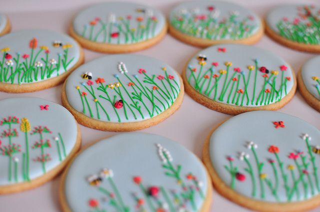 JolieGourmandise's too sweet meadow cookies. Oh the detail!