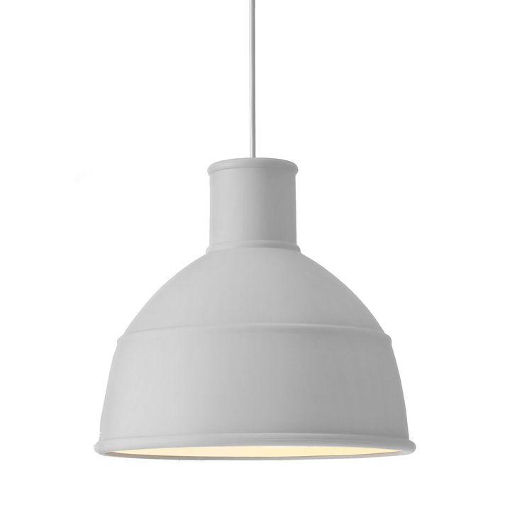 Unfold pendel fra Muuto er en stilig lampe for stuen, kjøkkenbordet, eller soverommet. Denne ta...
