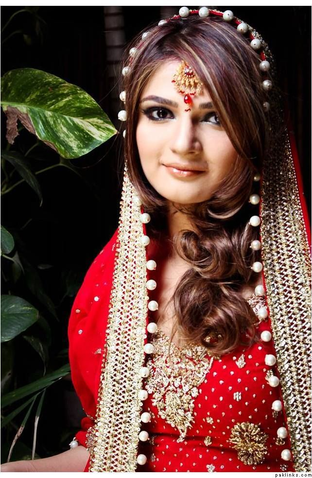 I like the way her hair is framing her face. Although I'd like my dupatta to be set behind