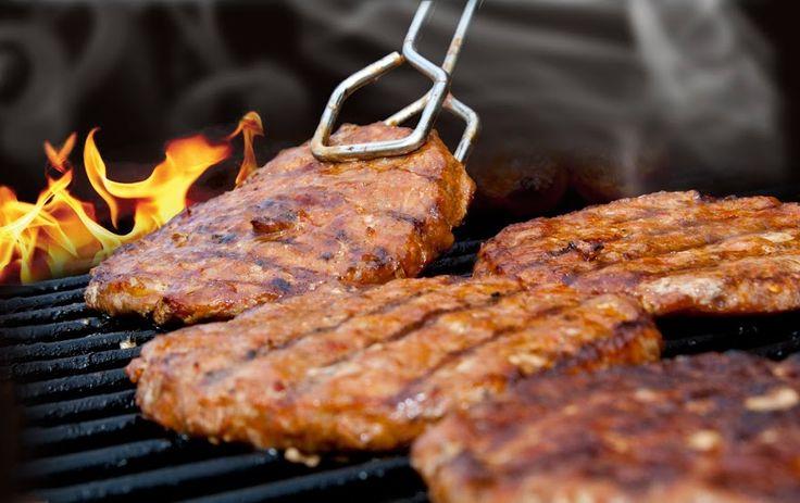 A grillezés fortélyai és egy jó recept: faszénparázs felett sütött gyümölcstorta | Életszépítők