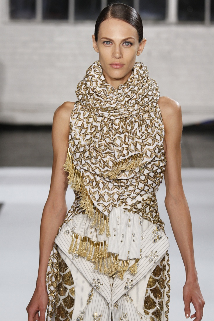 how to look stunning in dress and scarf