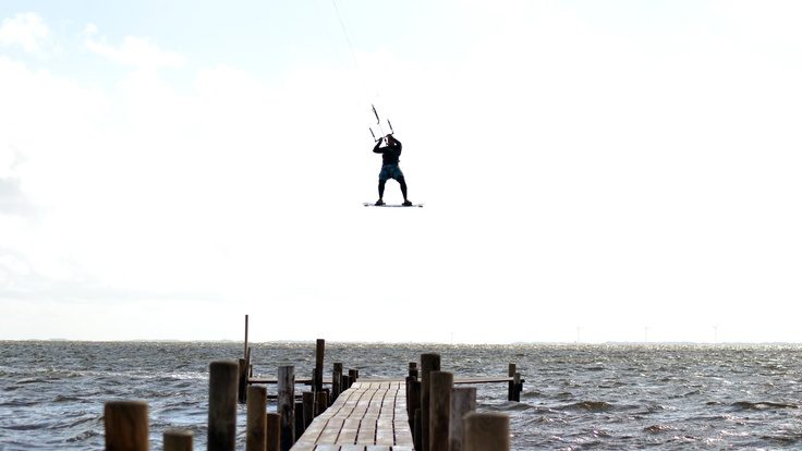 Just jumping over a small bridge in Denmark with my kite..