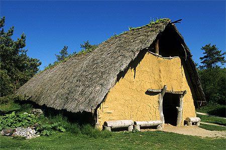 habitat prehistorique | Habitat préhistorique, parc Samara, La Chaussée Tirancourt : Somme ...