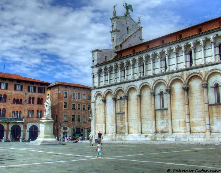 statua di Francesco Burlamacchi in piazza San Michele a Lucca