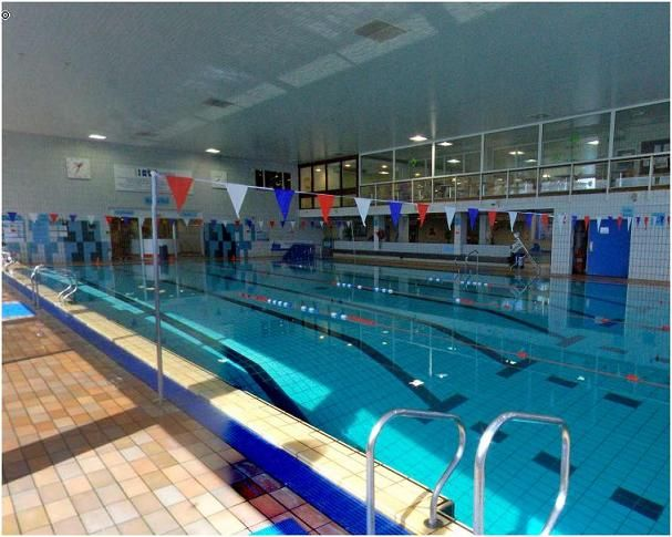 fleming park leisure centre pool has a mobile pool hoist supplied by dolphin lifts