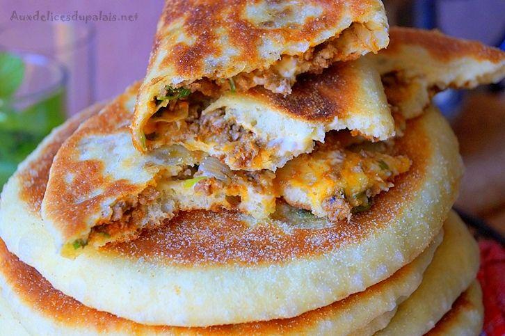 Bouchiar pain moelleux farci à la viande hachée Bouchiar, Chiar بوشيار ce pain berbère ultra moelleux que je vous ai déjà proposé ici nature, aujourd'hui…