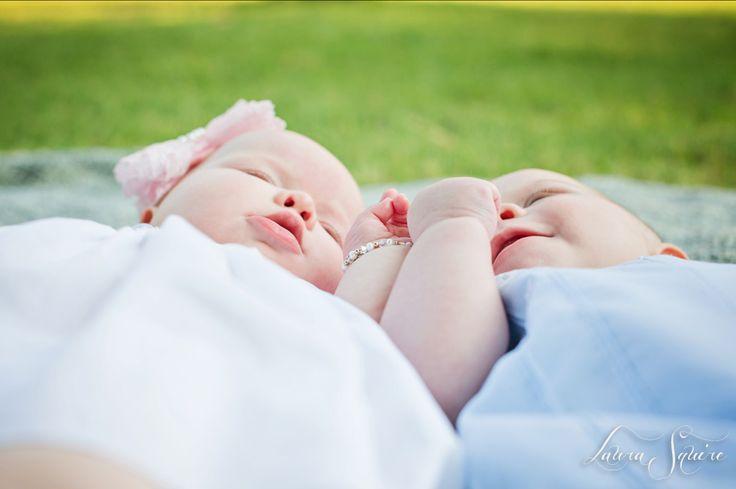 twin baby photo shoot outdoors