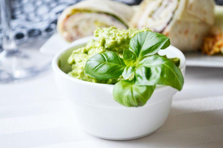Die Bärlauch-Avocadocreme schmeckt gut als Brotaufstrich oder als Grillsauce. Versuchen sie dieses Rezept im nächsten Frühling.