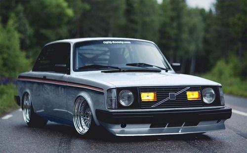 A modified Volvo saloon !!!!!! Seen it all now , interesting tho , very tidy