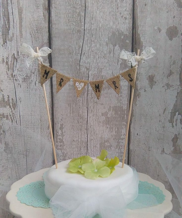 Mr & Mrs bunting, Rustic Cake Bunting, Hessian and Lace cake bunting, Rustic Wedding, Vintage Wedding, Country Wedding,  Cake Garland by PeggieLane on Etsy